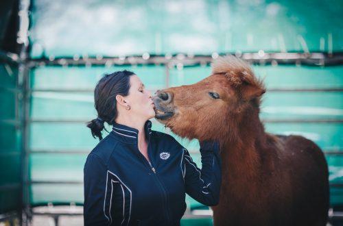 femme et poney
